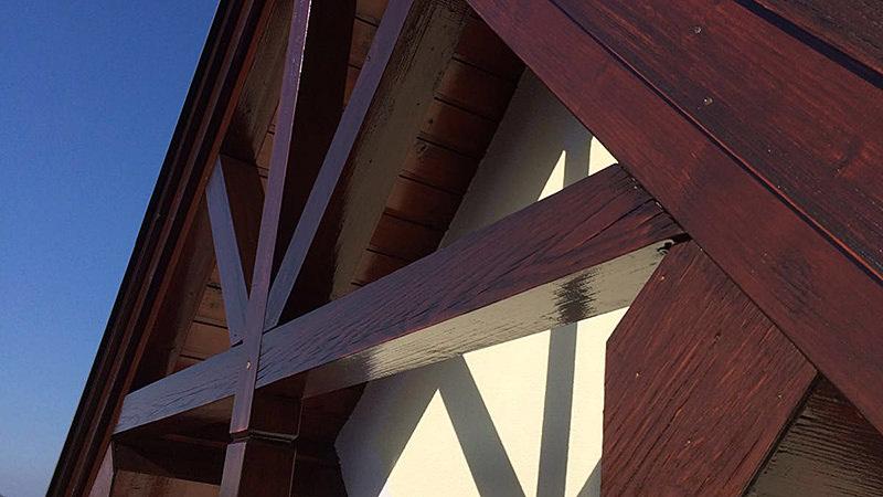 Anstrich - Arbeiten Dunkles Holz