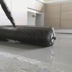 Selbstnivellierender Beton wird typischerweise verwendet, um eine ebene und glatte Oberfläche zu schaffen.