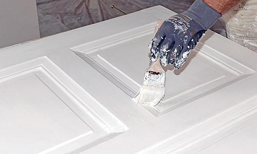 Maler, Tür streichen